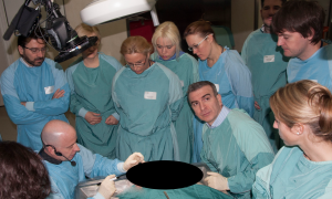 Dr. Kriet explains how he approaches various rhinoplasty challenges to the course participants.